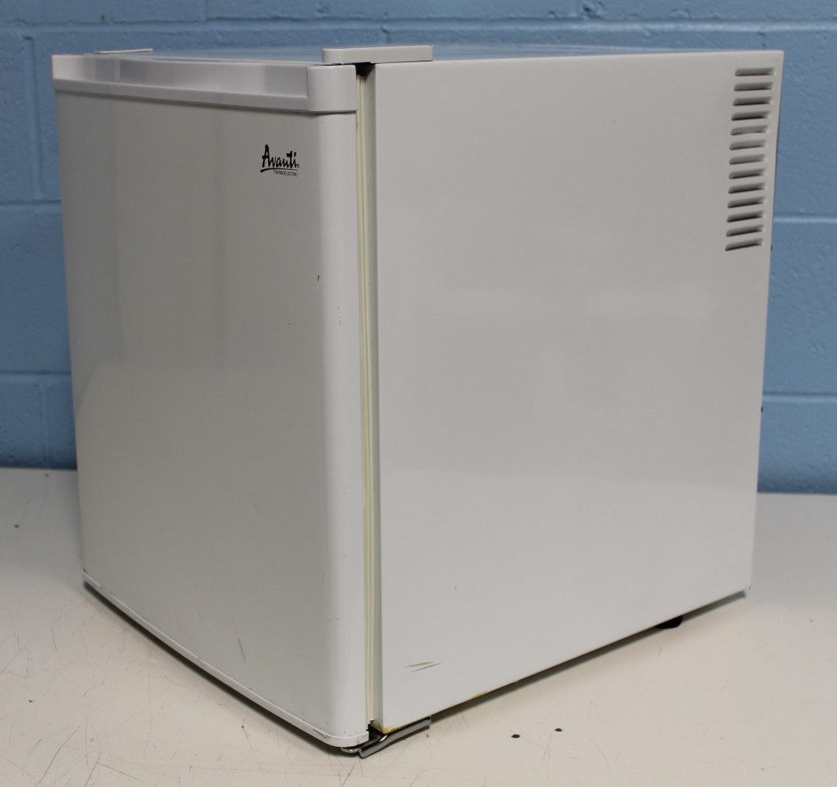 Avanti Refrigerator | Avanti Fridge | Apartment Refrigerator Bottom Freezer