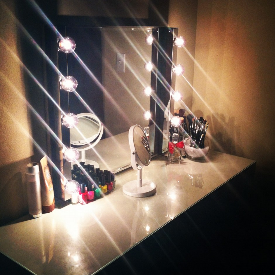 Antique Makeup Vanity For Sale | Makeup Vanity Table With Lighted Mirror | Portable Makeup Vanity