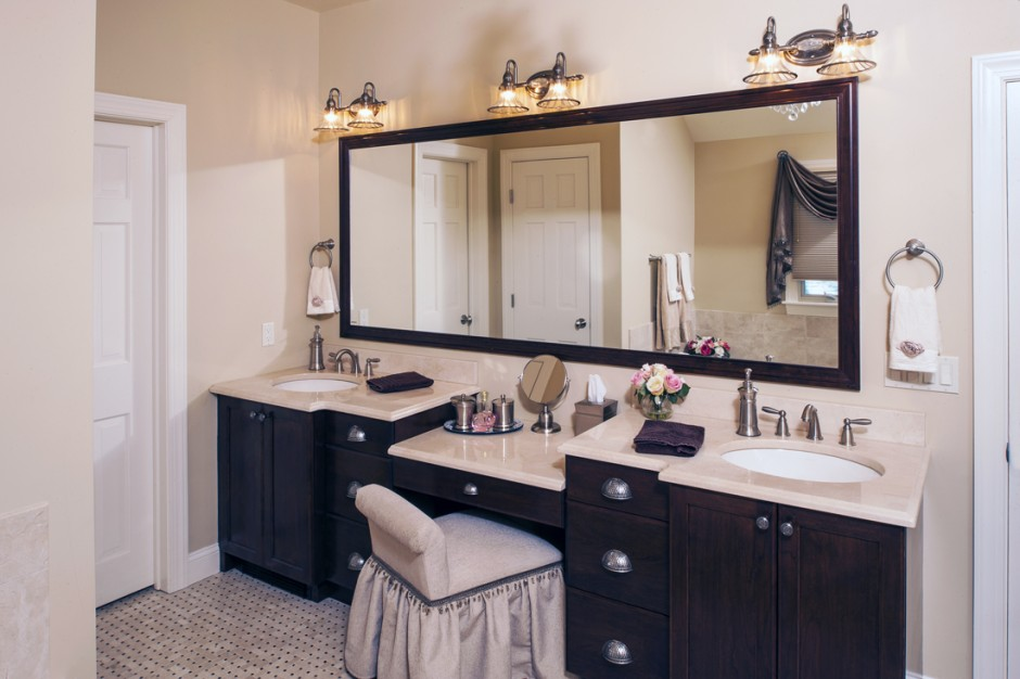 Lighted Makeup Vanity | Makeup Vanity Table With Lighted Mirror | Antique Makeup Vanity For Sale