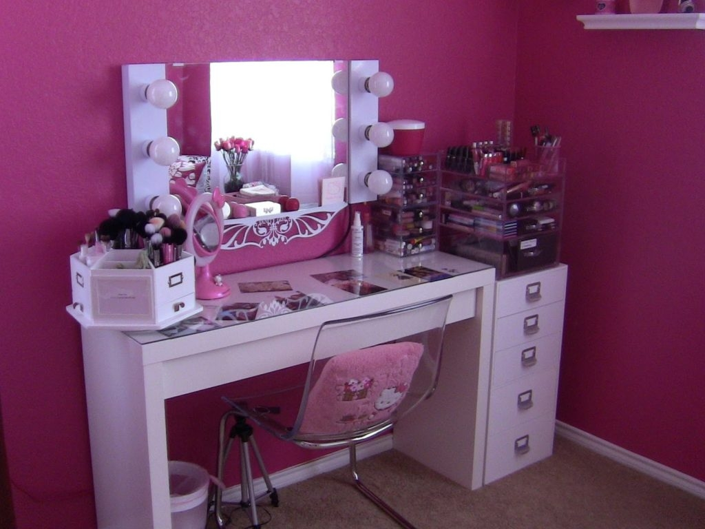 Makeup Vanity Table with Lighted Mirror | Lighted Makeup Mirror | Mirrored Vanity Table
