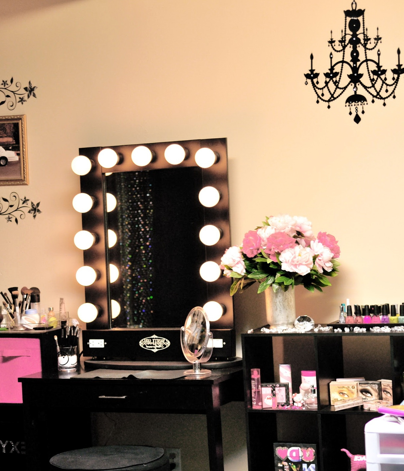 Makeup Vanity Table with Lighted Mirror | Makeup Vanity Lights | Mirrored Vanity Table